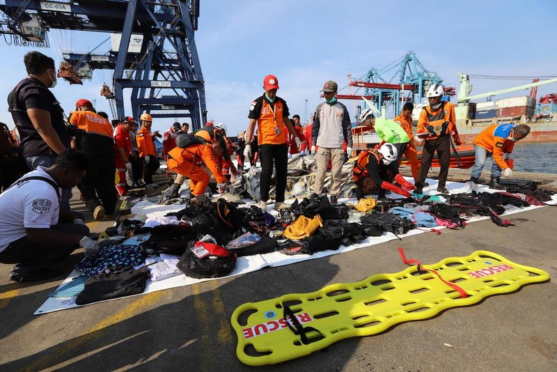 Fourteen bags filled with debris from the crashed Lion Air jet have been collected. Photo: AFP / Adek Berry