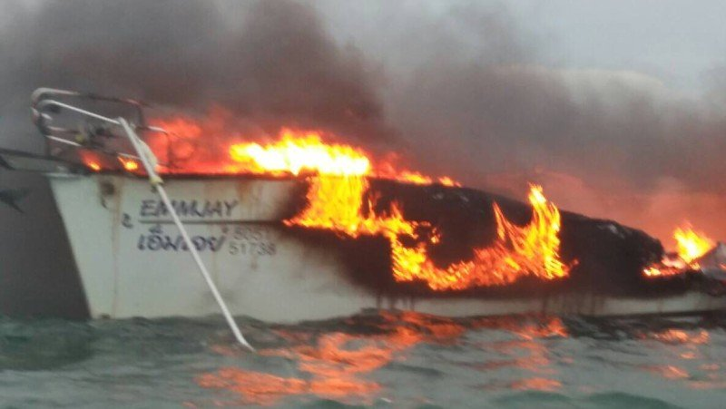 The 50-foot sloop 'Emmjay'  caught fire about 5pm yesterday (Nov 3). Photo: Eakkapop Thongtub