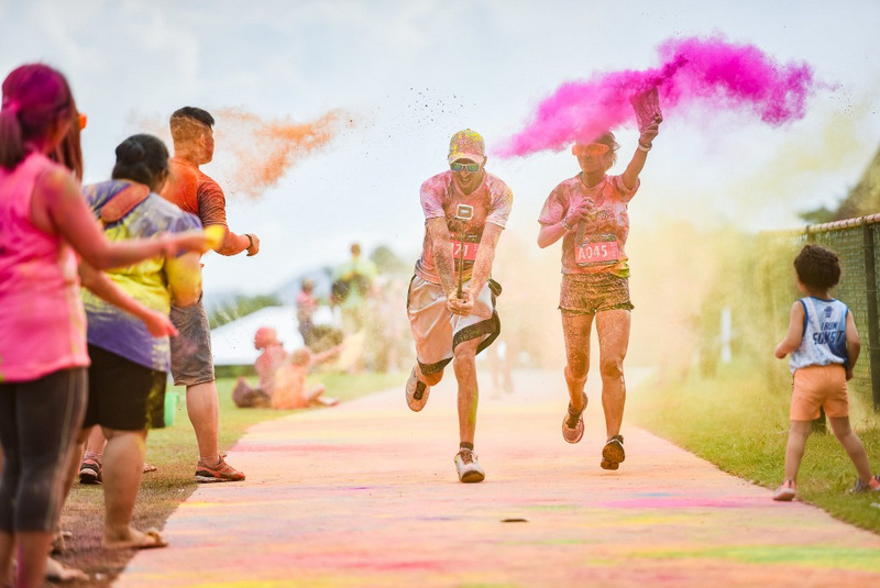 More than 1,000 runners of all ages and abilities came out last Saturday evening (Nov 10) to enjoy the annual Colour Fun Run at Thanyapura Health & Sports Resort.