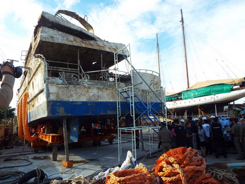 Investigators given seven days to inspect 'Phoenix' wreck, Gen Surachate and Gen Rungroj explained yesterday (Nov 21). Photo: Eakkapop Thongtub