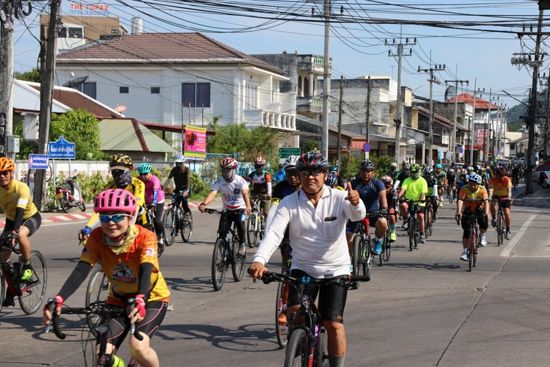 More than 40 cyclists yesterday (Nov 25) joined the trial run along the route in Phuket for the 'Bike Un Ai Rak' national cycling event, to be held on Dec 9. Photo: PR Dept