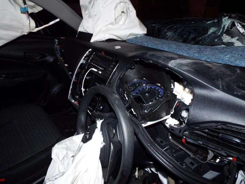 The car struck the six-wheeled truck at high speed. Photo: Eakkapop Thongtub