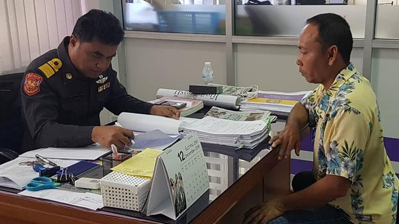 Bus driver Surachai Riap-roy (right), 45, confessed to the incident and has since quit his job. Photo: PLTO