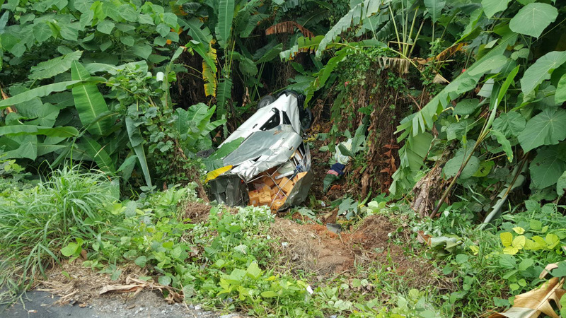 The brakes could not prevent the pickup truck from rolling backwards down the hill, said its driver 25-year-old Sarawut Samranwong. Photo: Sapaluk 'Amnuay' Khunnalak