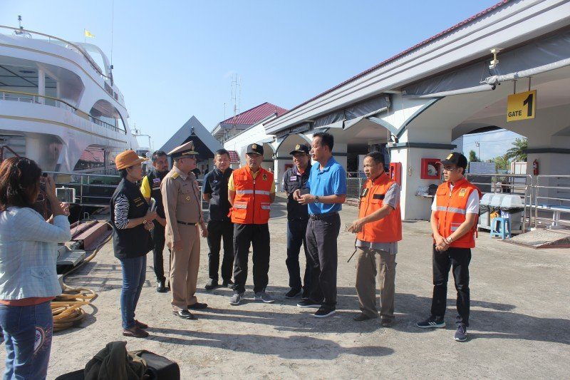 An inspection to ensure tour-boat safety was conducted at Rassada Pier this morning. Photo: PR Dept