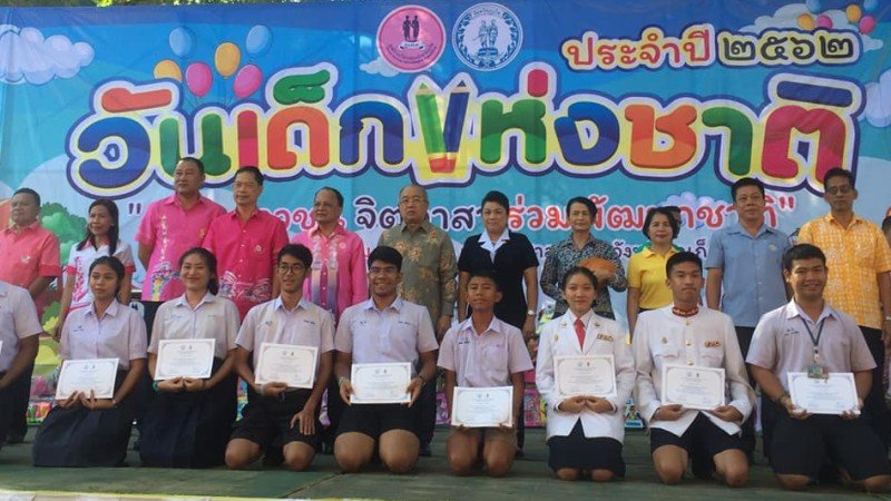 Certificates of achievement were handed out to 100 students at the Children's Day activities at Phuket Provincial Hall this morning (Jan 12). Photo: PR Dept