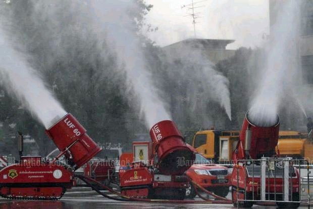 Bangkok firefighters on Monday (Jan 14) 'soaked the sky' with high-pressure fire cannons in front of City Hall - a short-term measure to address the hazardous air pollution in the city. Photo: Bangkok Post