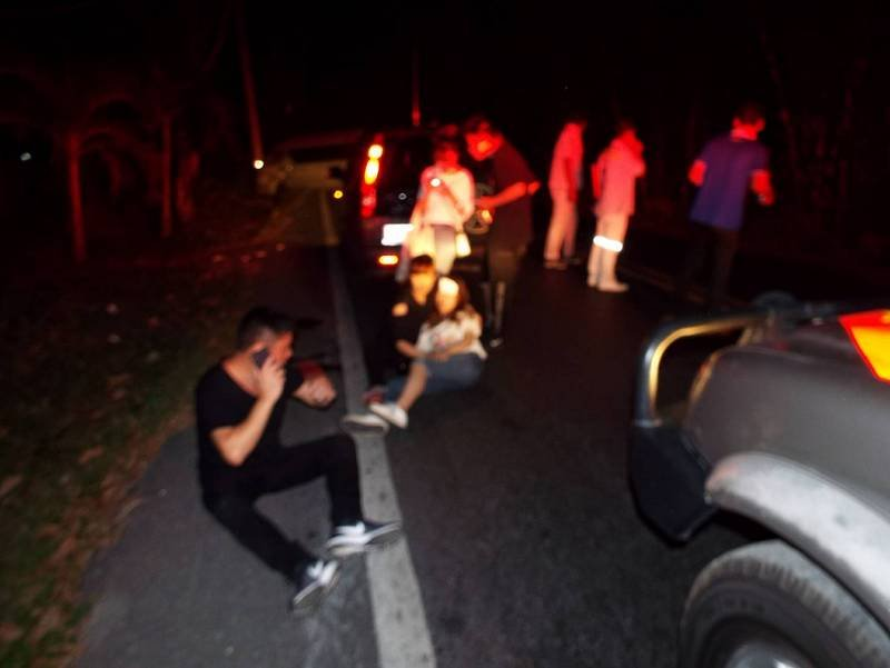 The accident happened at 5:30am while the tourists were being taken to Phuket International Airport. Photo: Eakkapop Thongtub