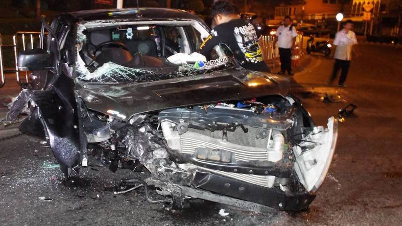 The driver, Surachai Kaewkerd, 29, from Petchabun, and his passenger, Nattawut Rattanadilok Na Phuket, 30, from Phuket escaped serious injury in the impact. Photo: Eakkapop Thongtub