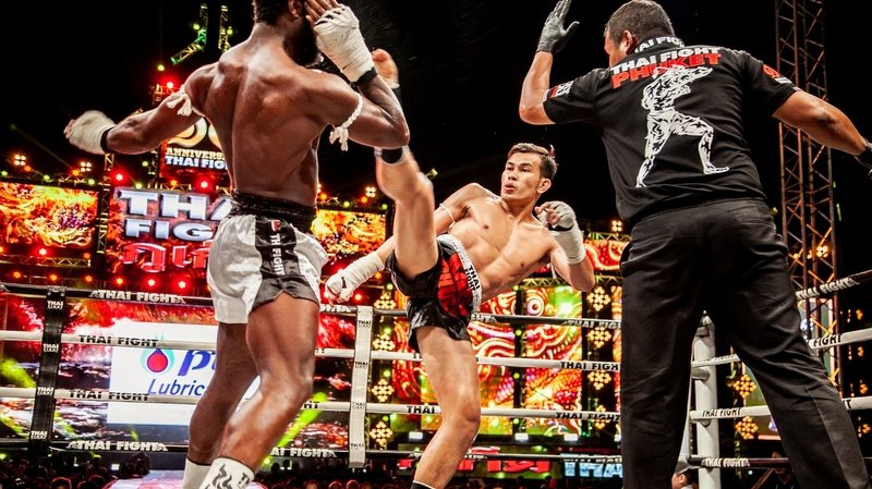 Saensatharn throws a high kick at British Phuket-based fighter Curtis Allen. Photo supplied