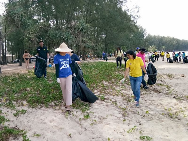 About 200 people joined the beach cleanup, which netted 92.5kg in trash. Photo: Phuket MNRE