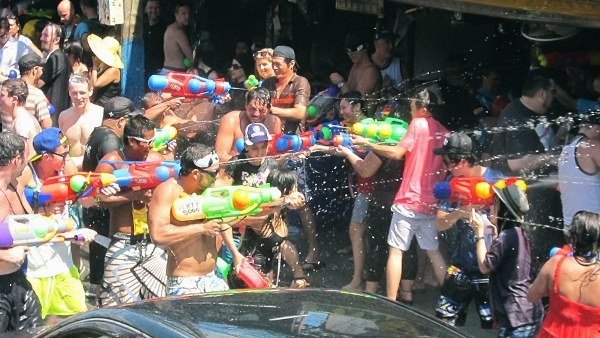 High-pressure guns, using dirty water banned for Songkran