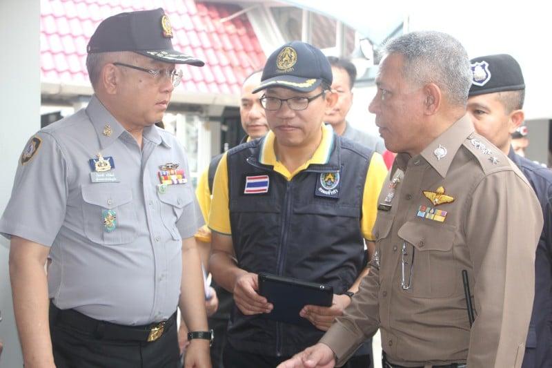Phuket Governor Phakaphong Tavipatana led an inspection of Rassada Pier this morning (Apr 13). Photo: PR Dept