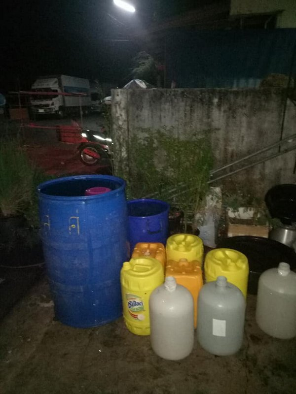 The Phuket City Municipality water supply division last night made their first deliveries of emergency water supply to Hatnanivech village on the east side of Phuket Town. Photo: Phuket City Municipality water supply division