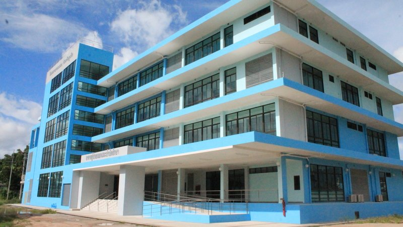 The blue building that has been sitting empty for a year will not open as the Chalong Hospital until at least the end of this year. Photo: The Phuket News