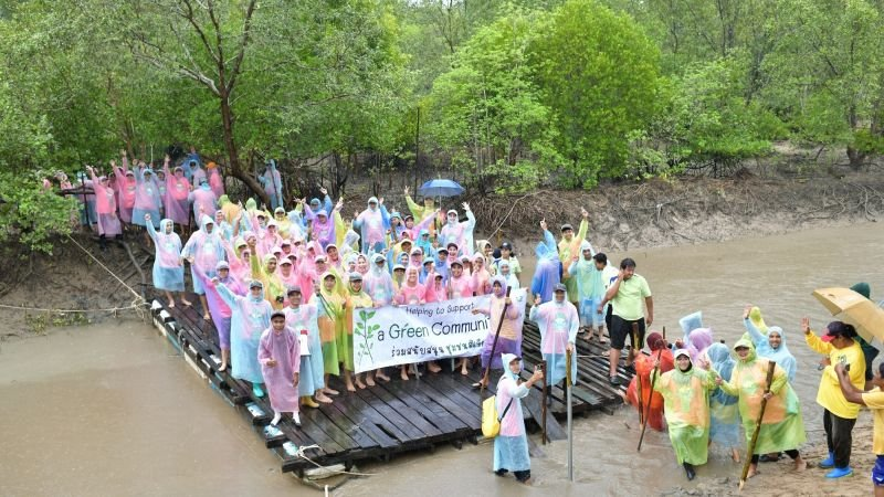 The 13th annual Greening Community initiative saw 2,500 mangrove saplings planted in one day.
