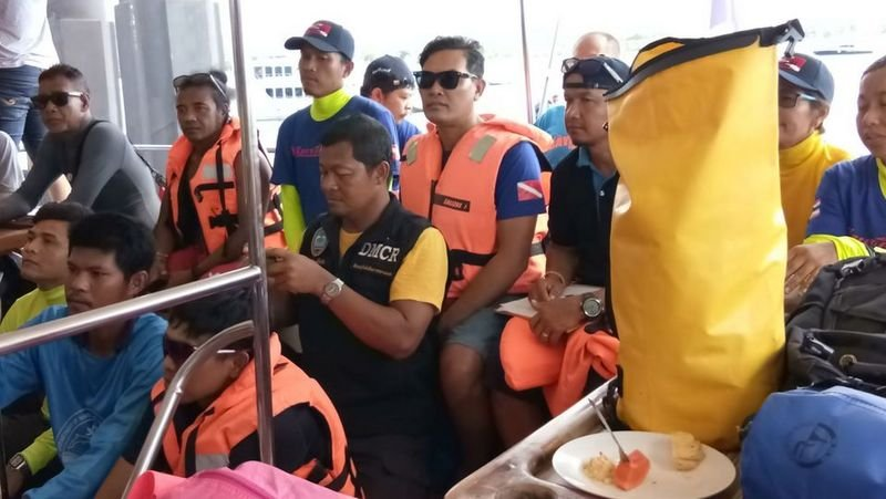 A team of 50 volunteer divers, Thais and expats, collected 230kg of track off Phuket on Saturday (May 25) and Sunday (May 26). Photo: MNRE