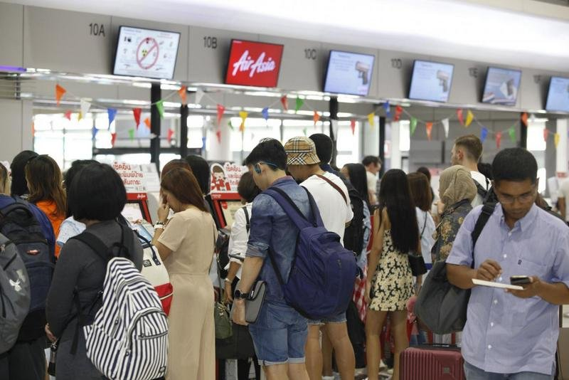 Lower airline ticket prices have prompted more overseas travel. Photo: Bangkok Post