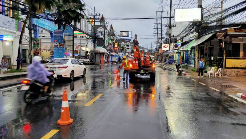 Patong beachfront road open to traffic until Monday