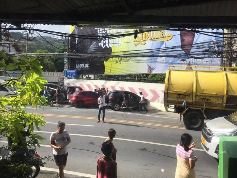 The accident caused long traffic delays over Patong Hill. Photo: Patong Polcie