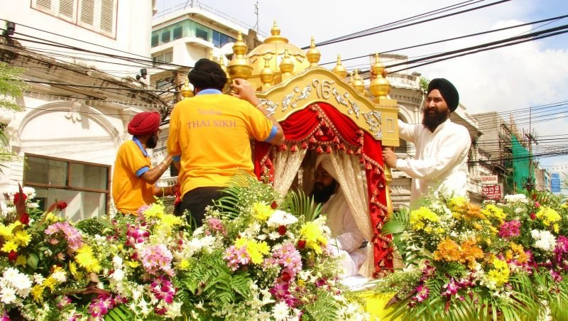 The last procession of this kind in Phuket took place in 2008 to mark the 300 year anniversary of the Sri Guru Granth Sahib scripture.