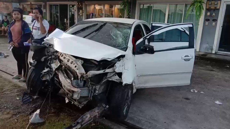 The two women in the car that slemmed into a power police on Srisoonthorn Rd escaped serious injuries. Photo: Eakkapop Thongtub
