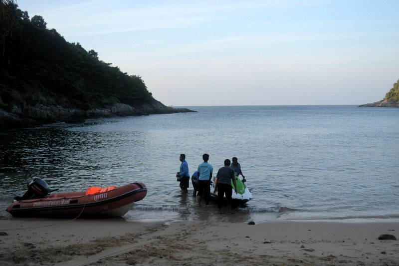 The search for the missing couple resumed this morning (Dec 8). Photo: Eakkapop Thongtub