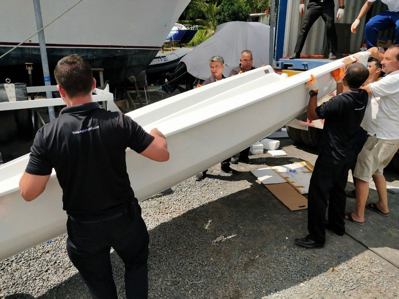 The SGS team on hand to unload the S\V14s on arrival.