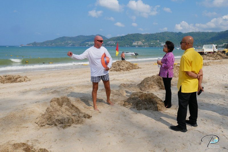 Tonnes of the brown seaweed was cleared from Patong Beach yesterday (Jan 13). Photo: Patong Municipality