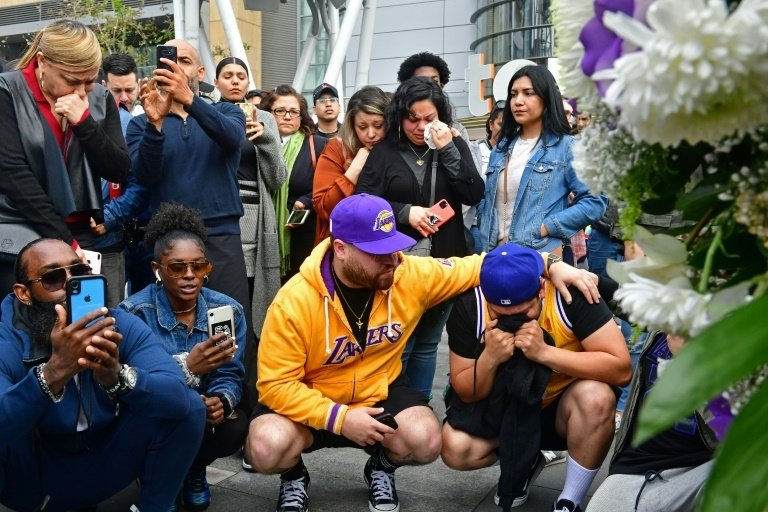 At the Staples Center in downtown Los Angeles, several hundred shocked fans gathered to pay tribute at the venue which witnessed many of Bryant's career highlights. Photo: AFP
