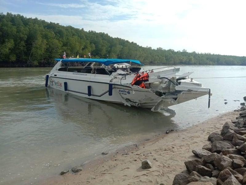 One of the damaged boats this morning (Feb 10). Photo: Eakkapop Thongtub