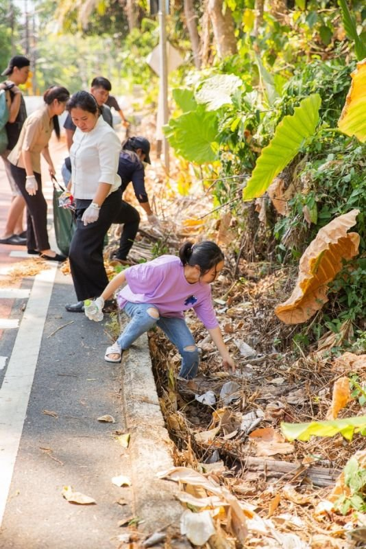 More than 500kg of roadside trash was collected from along 10km of road. Photo: Phuket Hotel Association