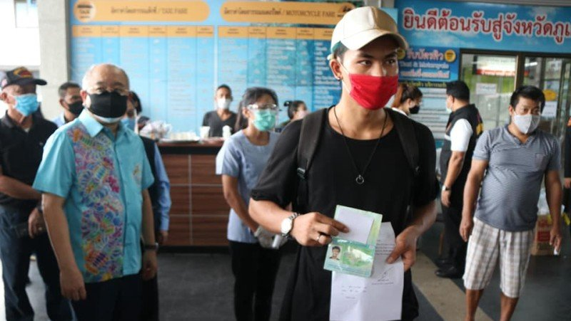 More than 100 Myanmar workers boarded buses to head home from Phuket yesterday (May 29). Photo: PR Phuket