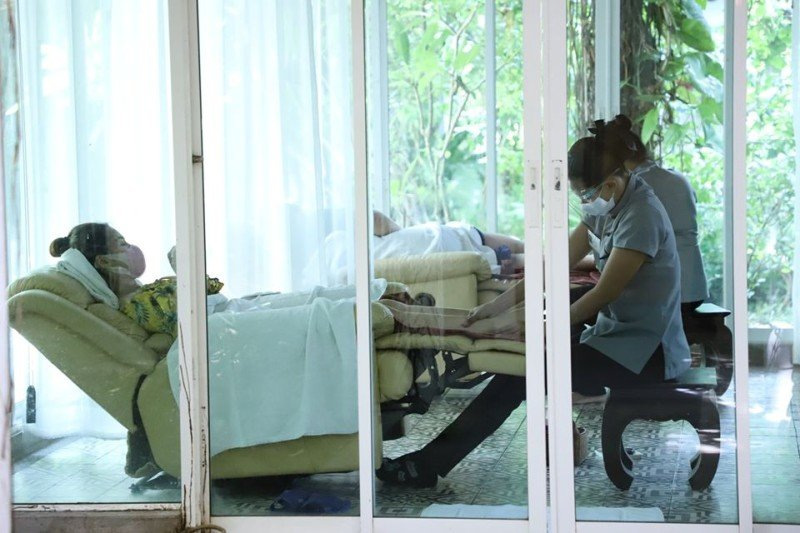 Phuket health officials are inspecting spas across the island to ensure they are complying with the COVID-19 health guidelines. Photo: PPHO