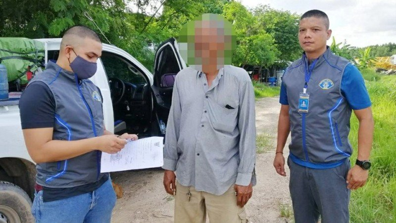 Officers apprehend the man at the Wichit workers camp where he worked. Photo: Crime Suppression Division.