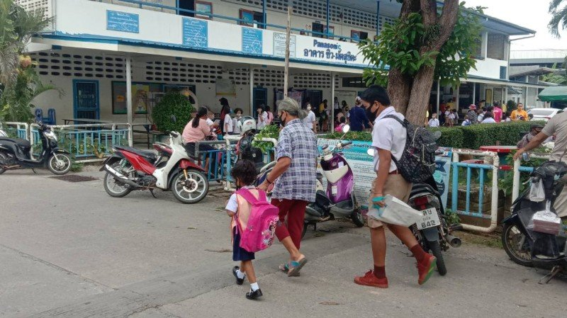 Children across Phuket today returned to their first day of school since the COVID-19 outbreak began. Photo: Eakkapop Thongtub