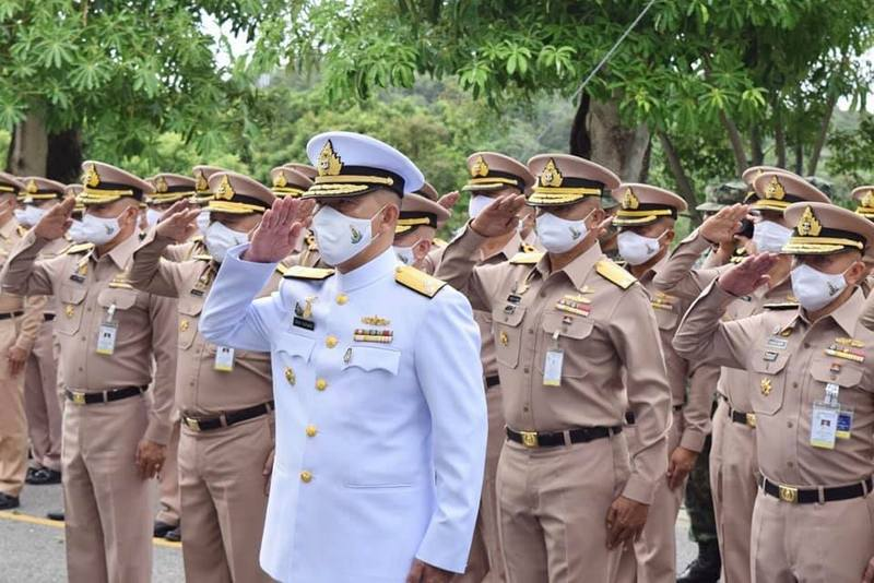 Vice Admiral Cherngchai Chomcherngpat, Commander of the Royal Thai Navy Third Area Command in Phuket, leads the farewell assembly. Photo: Royal Thai Navy