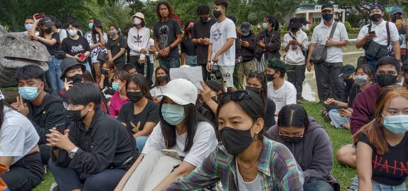 The rally held in Phuket late yesterday afternoon was conducted peacefully. Photo: Eakkapop Thongtub