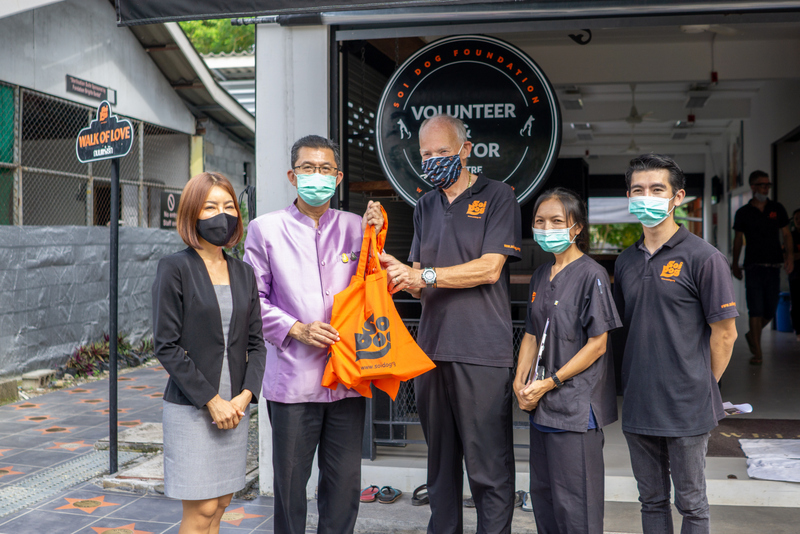 The Permanent Secretary of the Prime Minister's Office Theerapat Prayurasiddhi visited the Soi Dog Foundation shelter in Phuket on Tuesday (Nov 3). Photo: Soi Dog Foundation