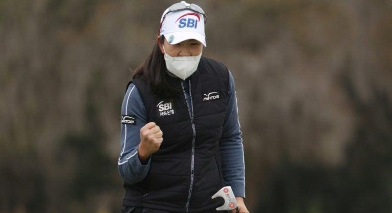 Shibuno's US Women's Open title hopes delayed by rain