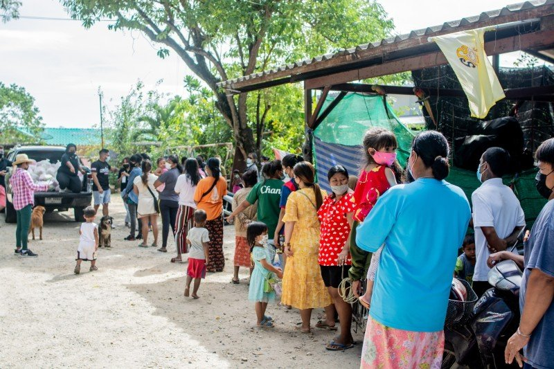 The combined efforts of Sutai Muay Thai and 5 Star Marine have seen more than 100,000 life bags handed out to people in need.