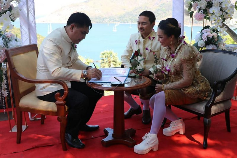 Thirty-two couples married at a special event at Promthep Cape yesterday (Feb 14). Photo: PR Phuket
