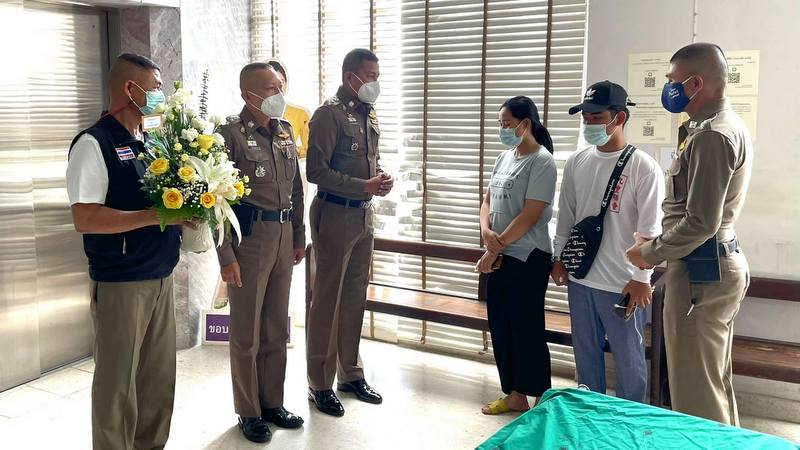 Phuket Provincial Police Deputy Commanders Col Arrayapan Pukbaukhao and Col Chaiwat Ui-kham, and current Patong Police Chief Col Sujin Sujin Nilabodi, visited Mr Aroon and his wife at Vachira Phuket Hospital yesterday afternoon. Photo: PR Phuket