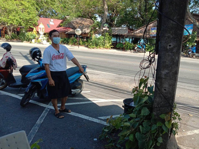 Police have yet to confirm whether the two teens were involved in the theft of both wheels from a motorbike that was left parked in front of the 7-Eleven near the Rawai beachfront. Photo: Eakkapop Thongtub