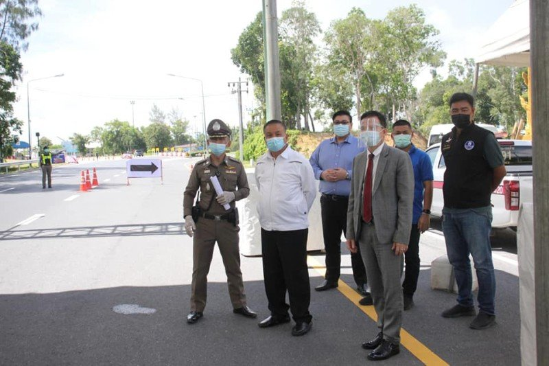PPAO president Rewat Areerob inspected operations at the Phuket Check Point today (Apr 22). Photo: PR Phuket