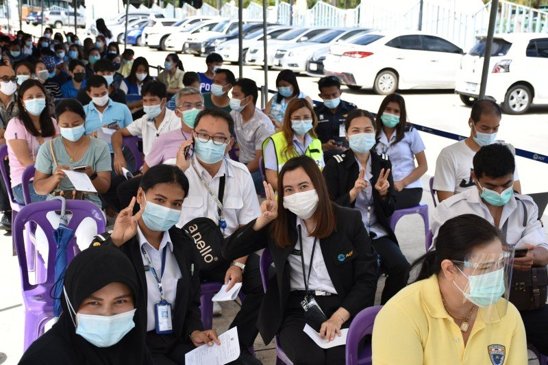 Mass vaccinations of people's seond vaccination injections resumed at the airport today (Apr 22). Photo: AoT Phuket