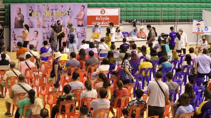 The mass vaccination campaign continues at the Indoor Sports Stadium at Saphan Hin. Photo: PPHO