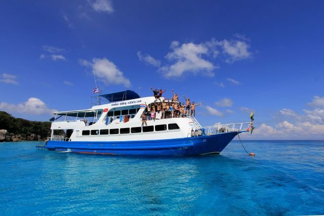 Fully equipped Live-aboard