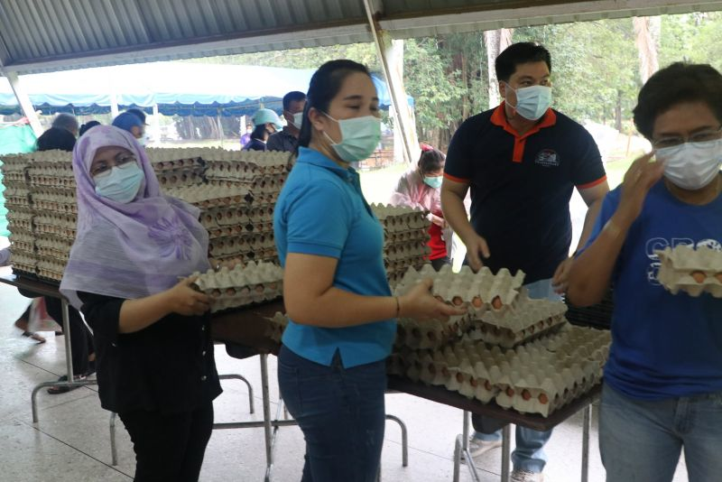 On June 5, PPAO provided affordable food sets to those in dire need. Photo: PR Phuket