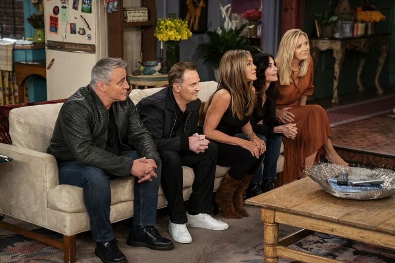 Jennifer Aniston, Courteney Cox, Lisa Kudrow, Matt LeBlanc, Matthew Perry, and David Schwimmer in Friends: The Reunion (2021). Photo: IMDB